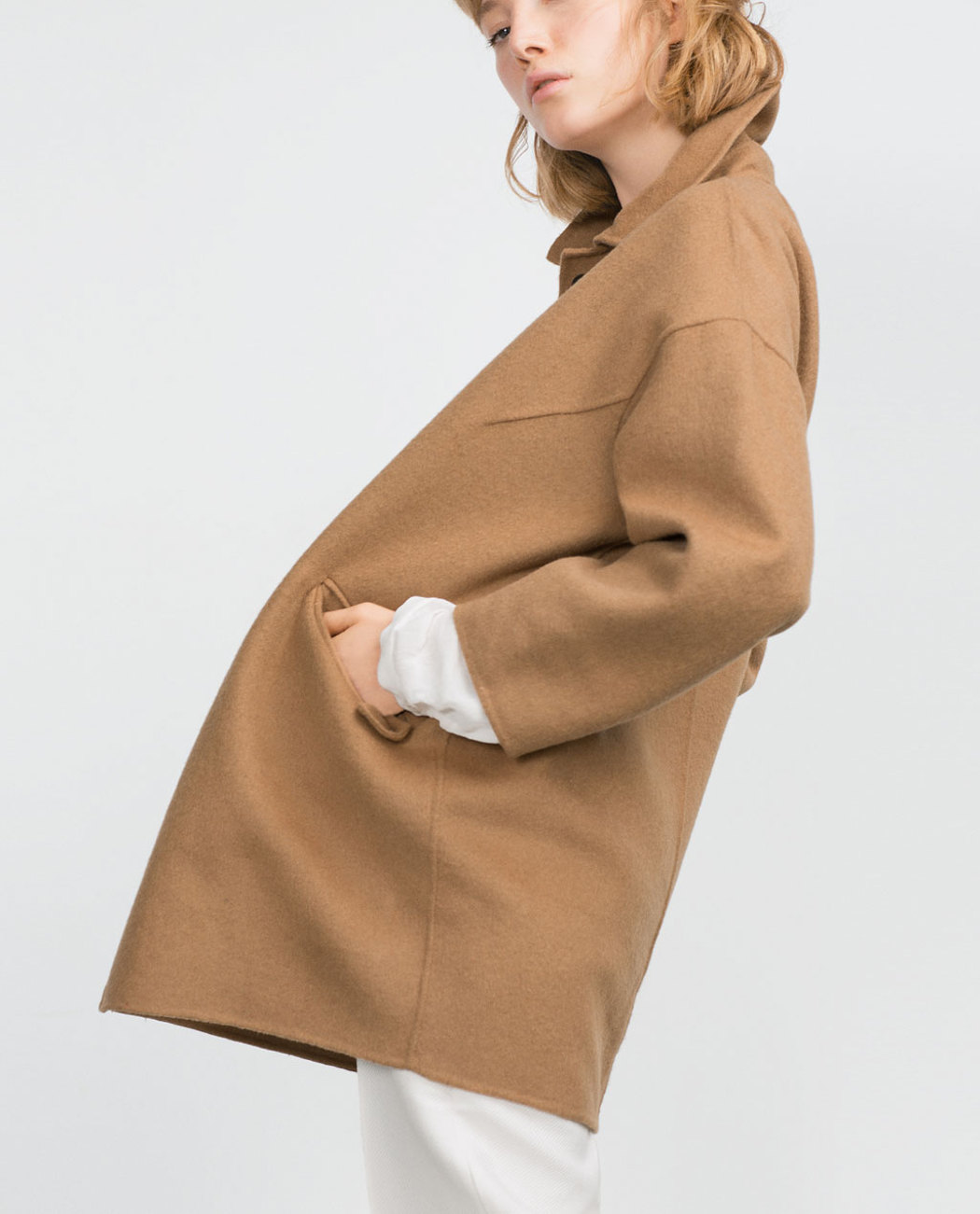 abrigo camel zara manga raglán